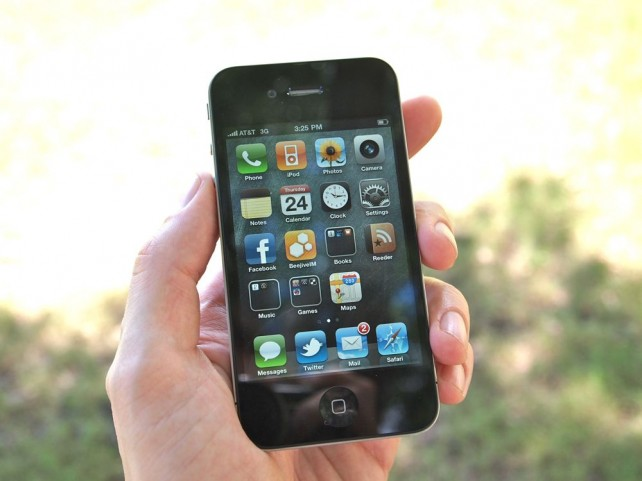iPhone 4 hand